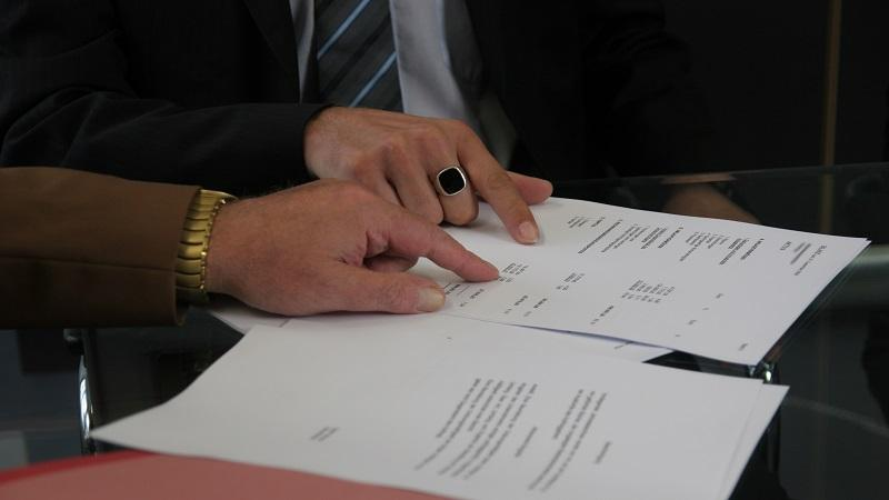 An image of contract discussions