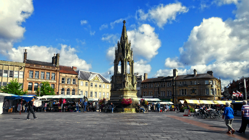 An image of Mansfield market place, with the Bentinck Memorial in the centre