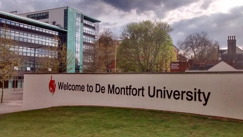 An image of a sign saying 'Welcome to De Montfort University'