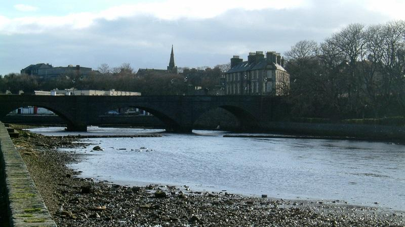 An image of the Wick river and, beyond, the town of Wick in Caithness in Scotland