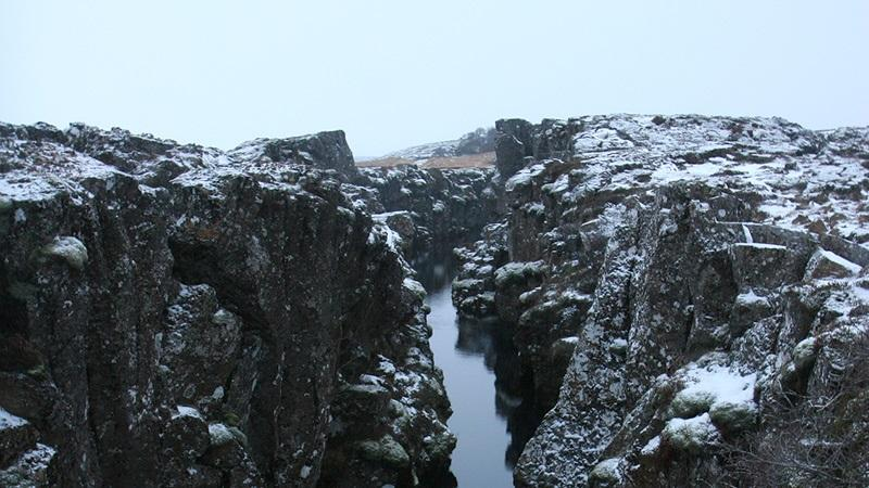 An image of the mid-Atlantic rift at Þingvellir in Iceland