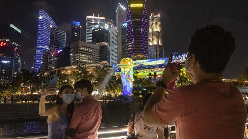 An image of face-masked people celebrating new year in SIngapore