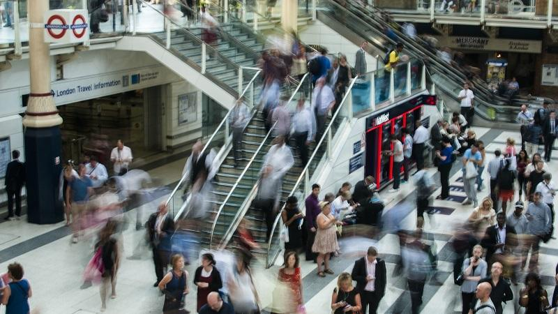 An image of commuters at a busy Liverpool Street station in London